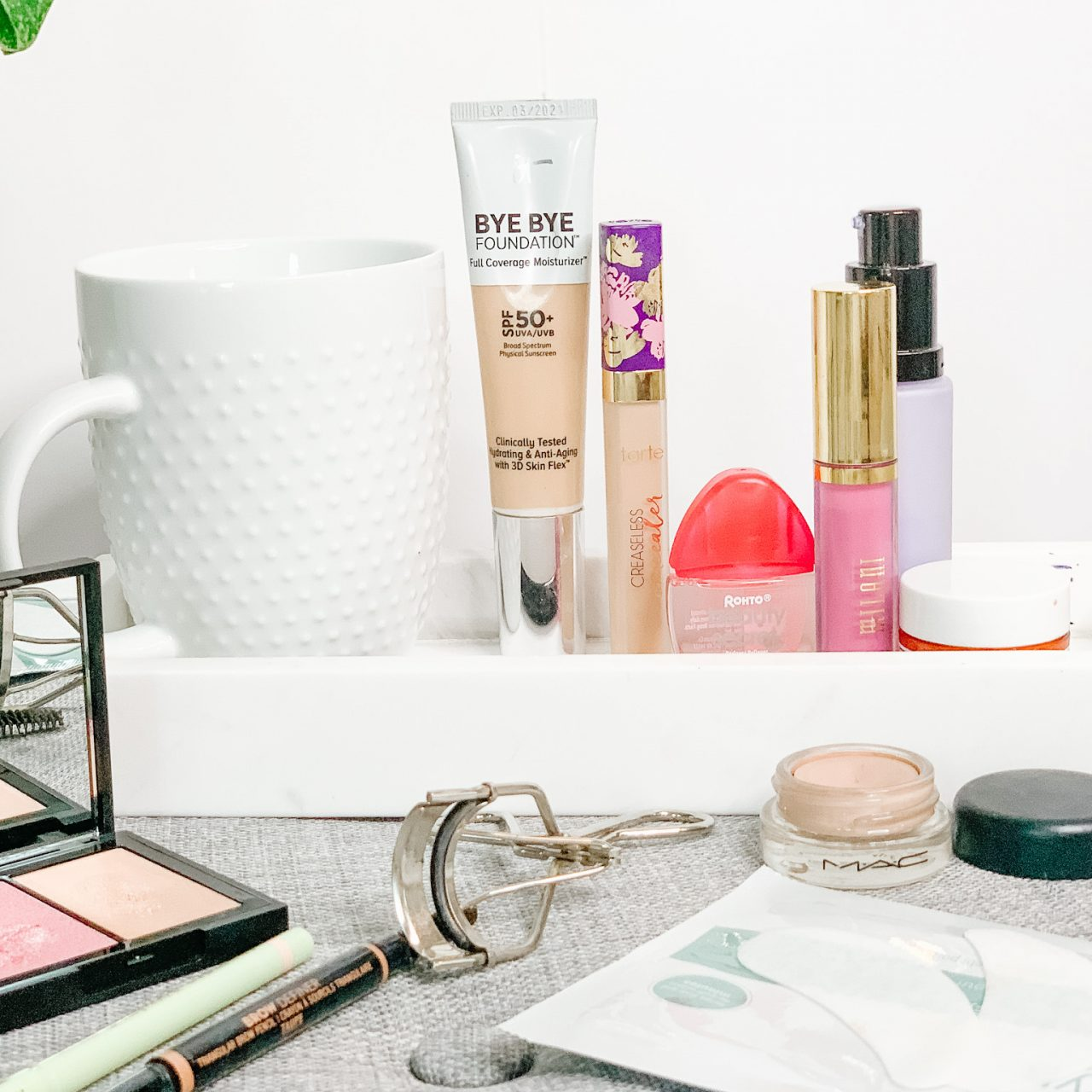 THE BEST MAKEUP TIPS FOR LOOKING LESS TIRED