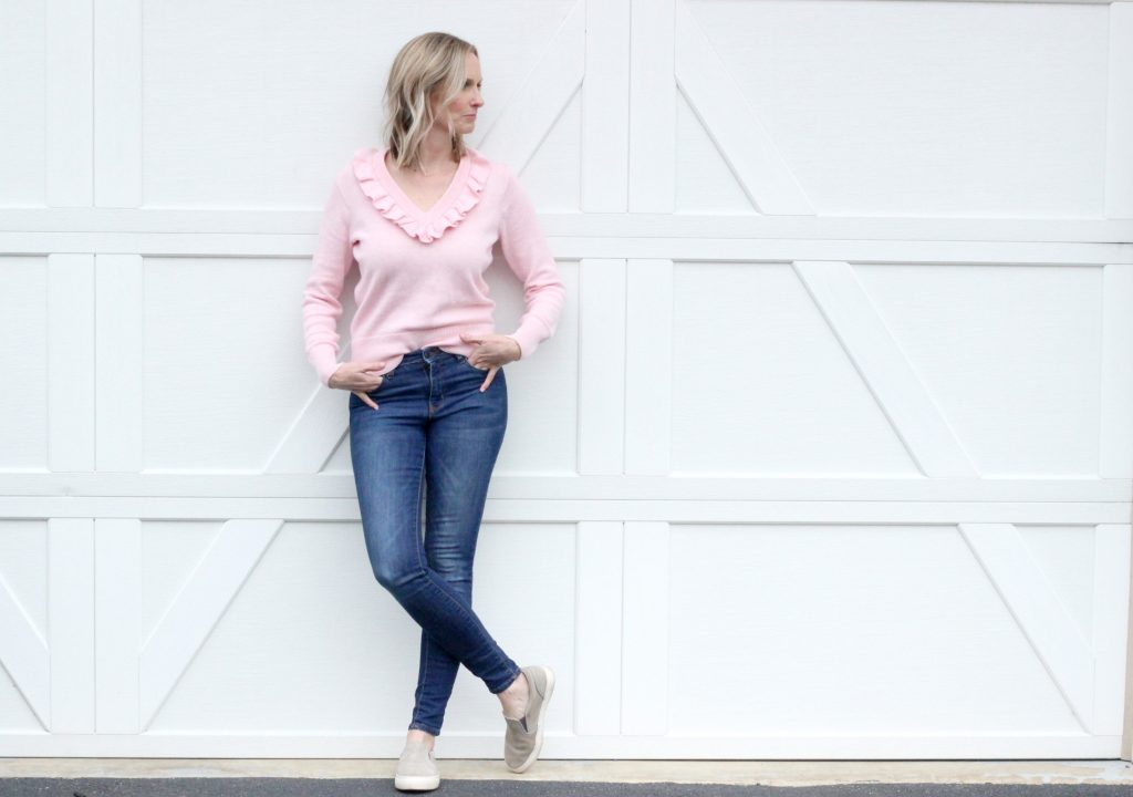 THE PERFECT SRPING TRANSITION SWEATER   MOM UNIFORM   SPRING OUTFIT