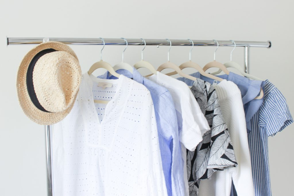 HOT TO DECLUTTER YOUR CLOSET IN 8 SIMPLE STEPS | I am sharing my best tips to purge your closet and maximize your wardrobe once and for all. CLOSET PURGE | CLEAN OUT YOUR CLOSET | HOW TO | CLEANING OUT YOUR CLOSET TIPS | CLOSET PURGE | HOME ORGANIZING IDEAS | DECLUTTER | THE BEST WAY TO PURGE YOUR CLOSET | CLOTHES | SPRING WARDROBE REFRESH | THE TOP 8 TIPS TO CLEAN AND PURGE YOUR CLOSET ONCE AND FOR ALL | #closetpurge #cleanyourcloset #thebeautyblotter #homeorganizing #declutter #purge