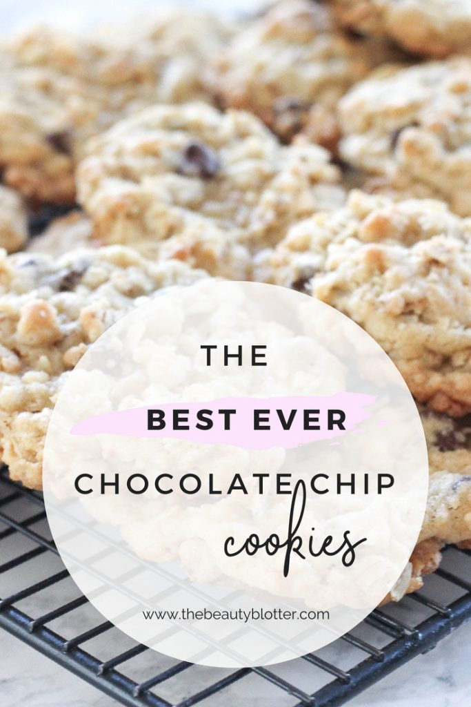 This is the best chocolate chip cookie ever, made with oats and rice crispy cereal, it also makes perfect ice cream sandwiches. | THE BEST CHOCOLATE CHIP COOKIES EVER , RECIPE, CHEWY, CHUNKY, HOLIDAYS, SOFT
