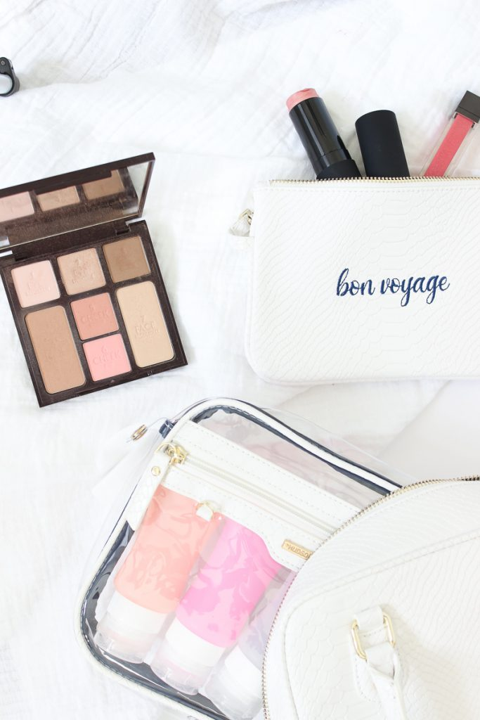 A roundup of the best beauty products & tips for travel | TRAVEL BEAUTY ESSENTIALS, TIPS, PRODUCTS, ROAD TRIP, LONG FLIGHT, SUMMER , FUN, MAKEUP BAGS, VACATION, TRAVEL FRIENDLY