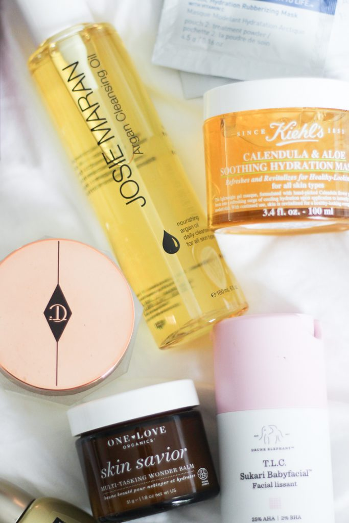The top skincare mistakes you are making right now | Did you know that you might be doing your skin more harm than good? Today I am sharing the top skincare mistakes you are making right now. Are you guilty? Find out here. I share the top skincaremistakes yo are making now in this post, as well as 5 skincare tips and new products to love.