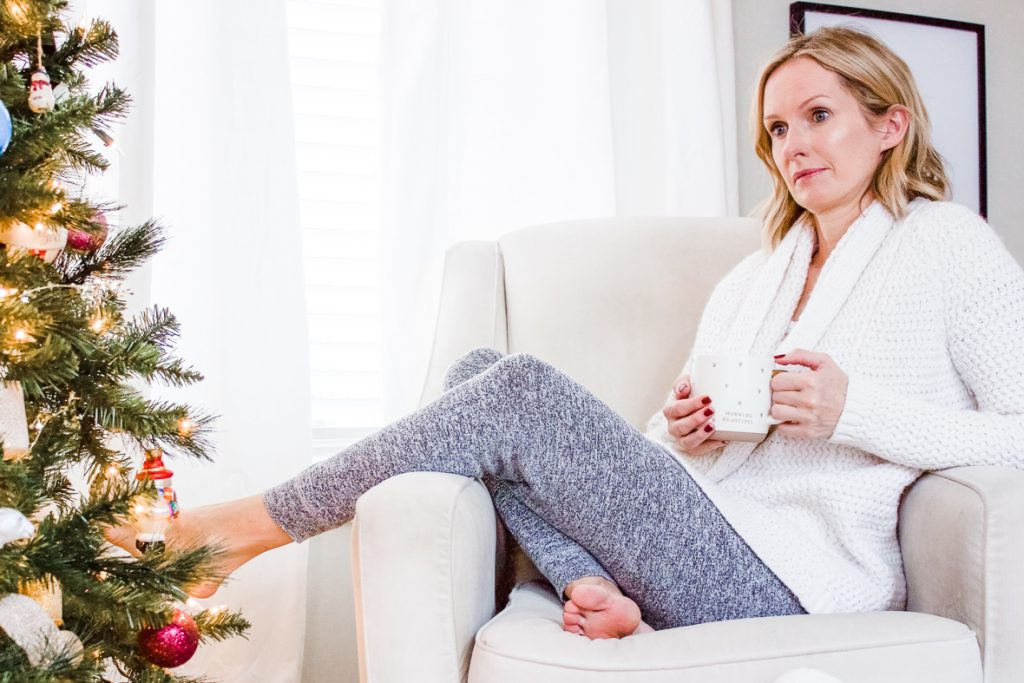 THE COZY GIFT GUIDE FOR THE HOMEBODY   Cozy gifts for anyone who loves saying in. #giftguide #cozygifts #giftsforher #giftideas