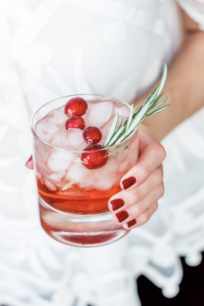 EASY HOLIDAY BOURBON COCKTAIL | This easy bourbon holiday cocktail has only 3 ingredients and is great for a small gathering or a large crowd. #cocktail #holidaycocktail #bourboncocktail #happyhour #easycocktail #cocktailrecipe #winter #holiday