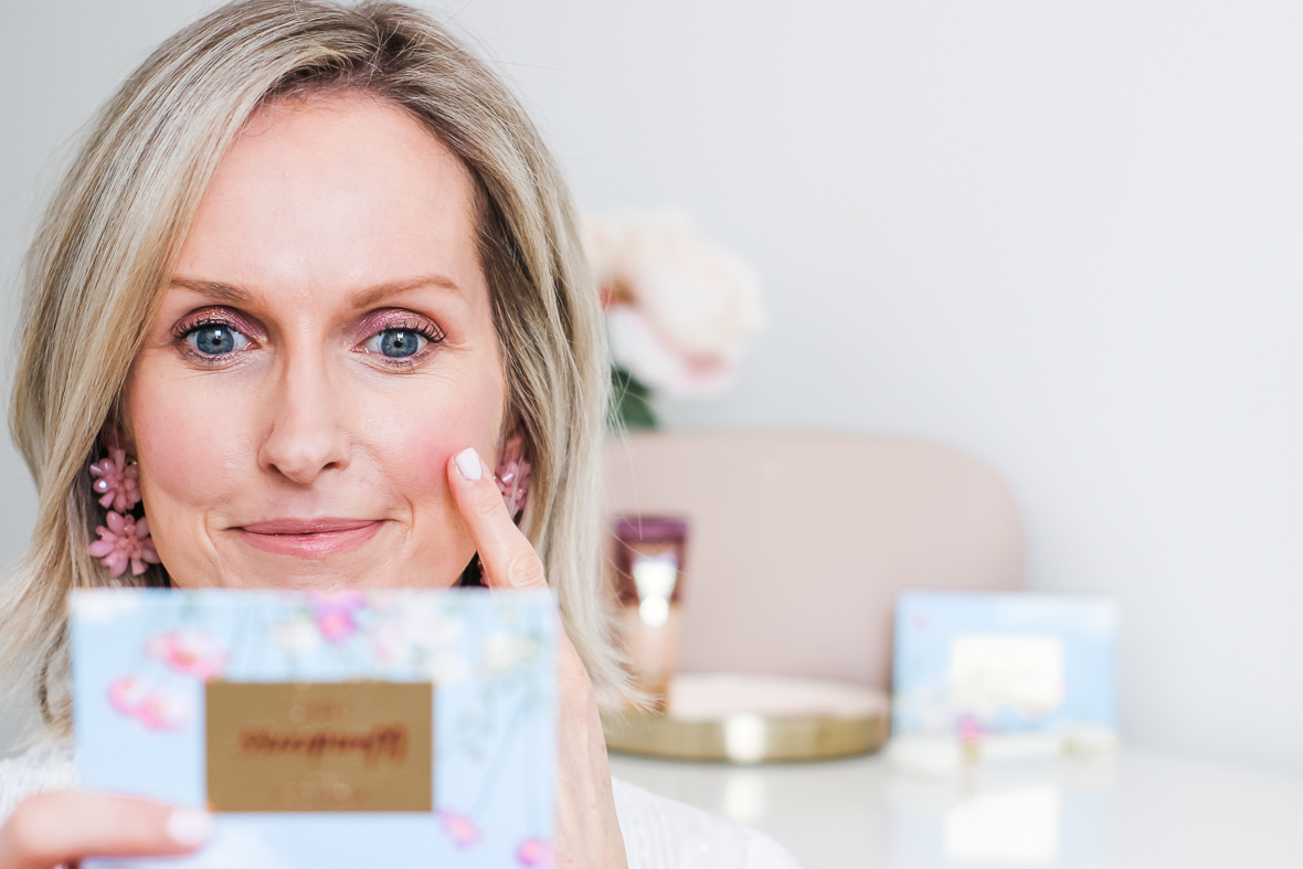AN EASY & PRETTY SPRING MAKEUP LOOK | I created a fresh and pretty spring makeup look, using products from Wander Beauty, that is age appropriate for women 40+. It is perfect for easter, girl's night or date night. Have fun! #over40 #makeupover40 #makeuptutorial #springmakeup #springmakeuplook