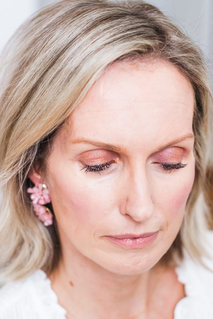 AN EASY & PRETTY SPRING MAKEUP LOOK   I created a fresh and pretty spring makeup look, using products from Wander Beauty, that is age appropriate for women 40+. It is perfect for easter, girl's night or date night. Have fun! #over40 #makeupover40 #makeuptutorial #springmakeup #springmakeuplook
