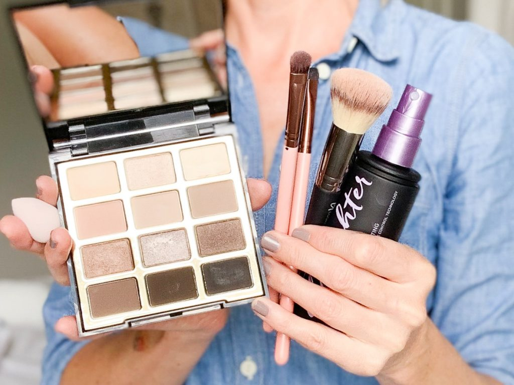 5 WAYS TO USE MAKEUP SETTING SPRAY   Does your eyeliner smudge, or do you have problems with your concealer creasing under your eye? I am sharing 5 ways to use makeup setting spray on the blog today, including my best tips for fixing some common makeup mishaps.