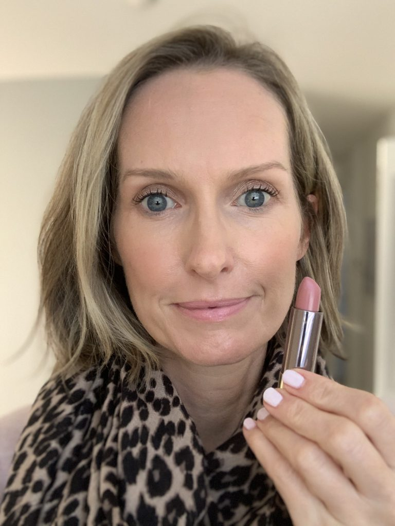 MY FIVE FAVORITE LIPSTICKS FOR FALL   Sharing the best Fall lipstick colors, ranging from a sheer nude, to a bold red lipstick, perfect for the holidays.