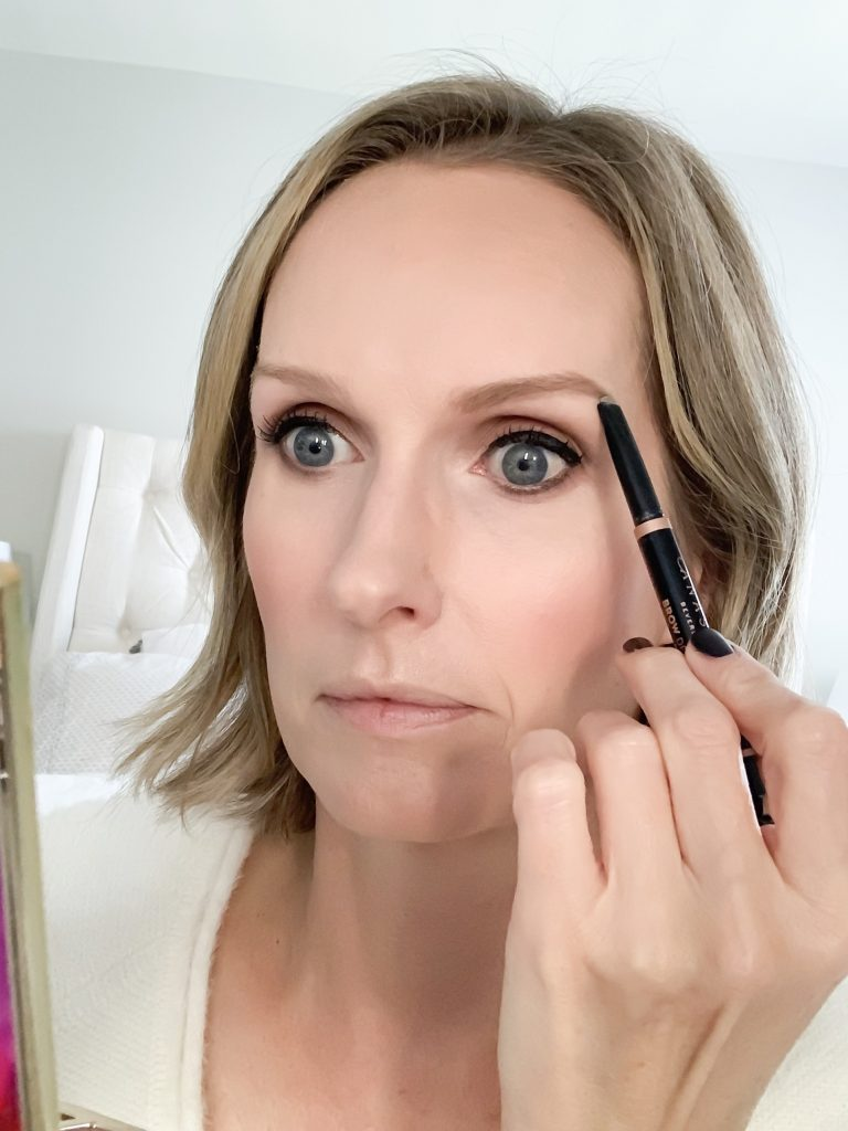 MAKEUP TUTORIAL FOR LOOKING GOOD IN PHOTOS   I share a makeup tutorial for how to apply makeup for photos & the best products to help you look your best.