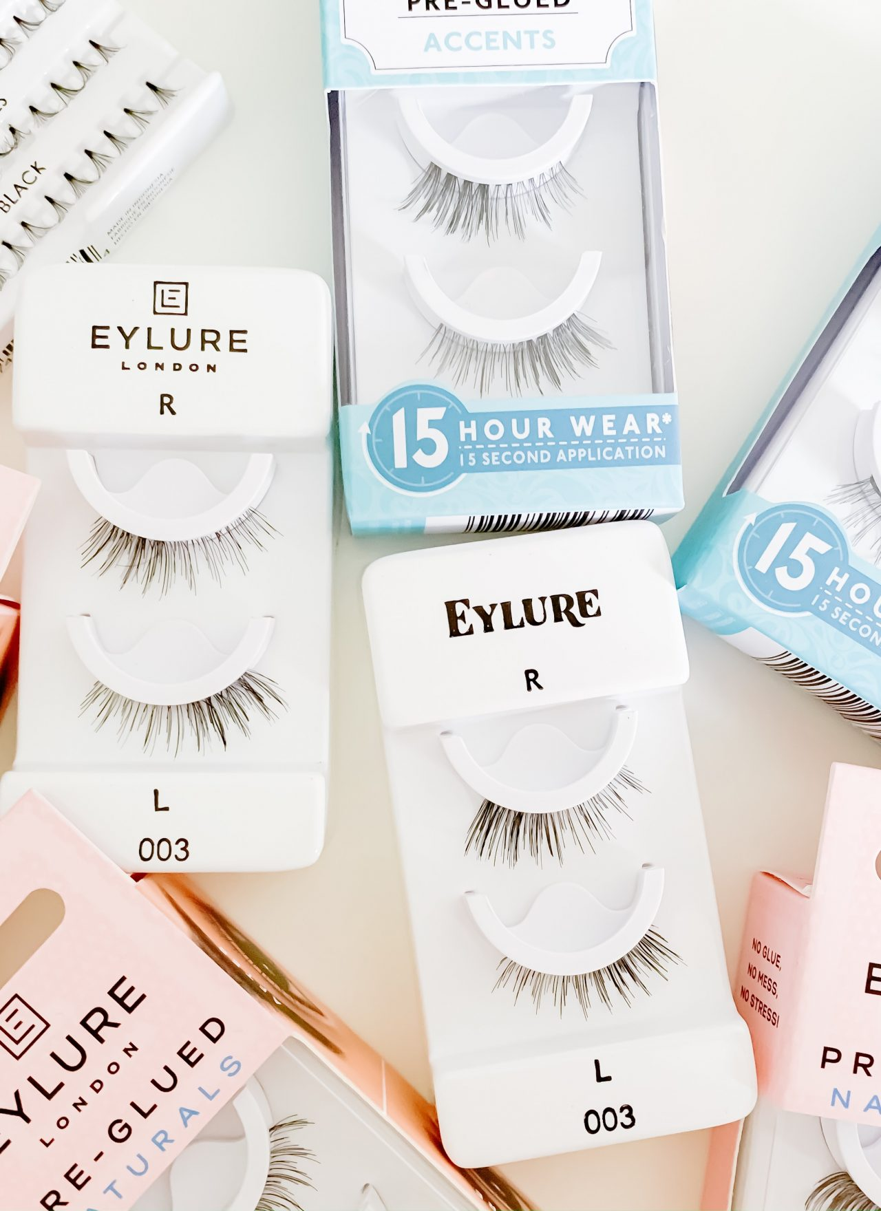 THE EASIEST WAY TO APPLY FALSE EYELASHES | I am sharing my best tips and the easiest way to apply false eyelashes on the blog today, along with my 2 favorite kinds of false lashes.