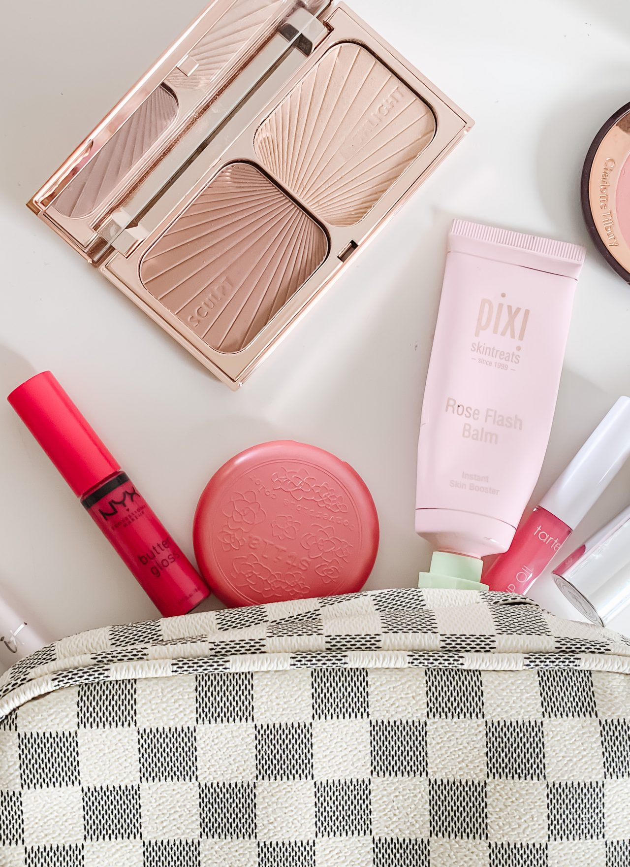 A FRESH SPRING MAKEUP LOOK | I share a spring makeup look, using some new makeup products, and my best tip for incorporating spring makeup trends into your makeup bag. #springmakeup #springmakeuptrends #springmakeupideas