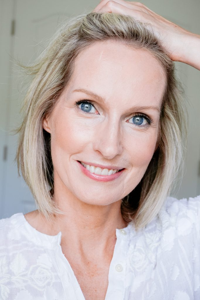 MAKEUP MISTAKES THAT MAKE YOU LOOK OLDER | I am sharing my best tips &  for avoiding the makeup mistakes that make you look older.